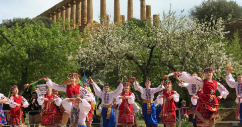 """Copertina di La sagra del """"Mandorlo in Fiore"""" (Festival Internazionale del Folklore)"""